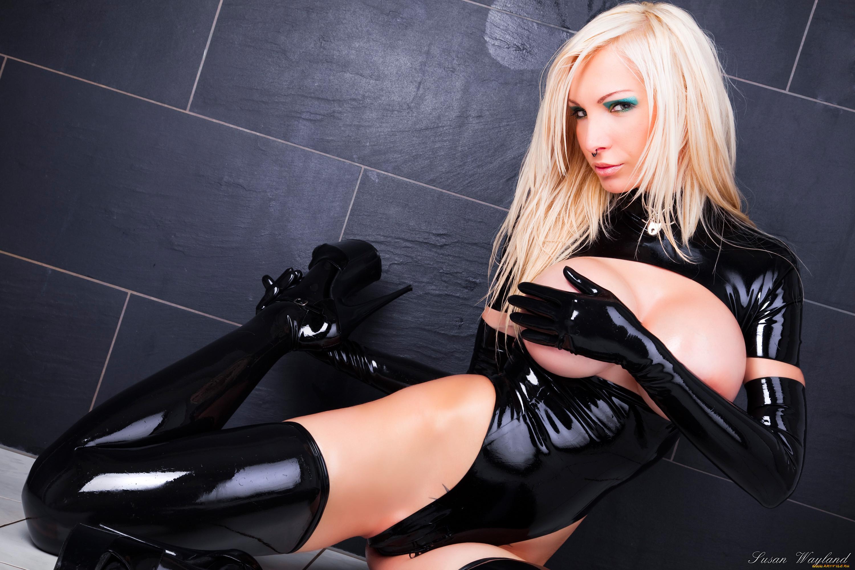 Блондинки в латексе фото фото 256-978
